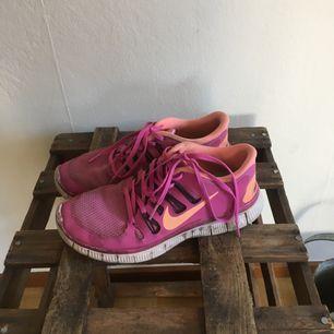 Jättesköna löpskor från Nike! Storlek 40 (lite små i storleken då jag vanligtvis har 39)