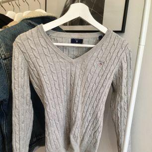 GANT tröja som är stickad och använd typ 7ggr. Mysig o passar till skola o något lite finare som middag hos farmor ;)  Tar swish, kan mötas upp i Uppsala och frakta med post!! 54kr för frakt.