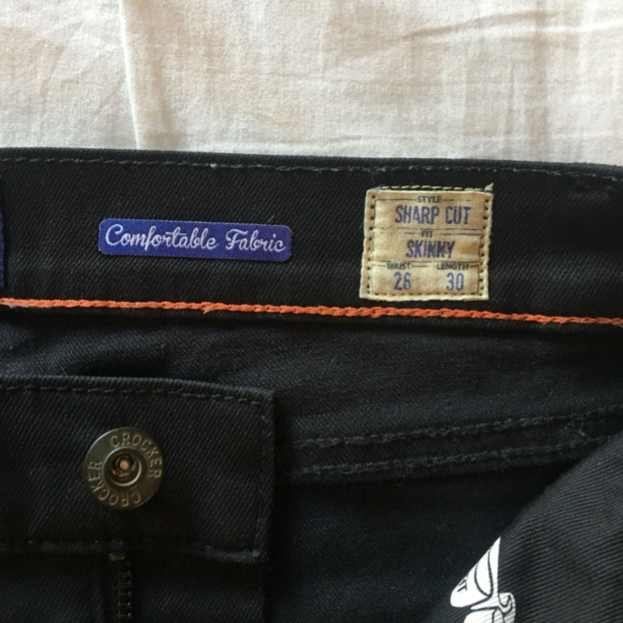 Crocker jeans som är skitsnygga och slickade mot benen!!! Inte jätte stressiga, men har aldrig använt dem så de är inte stretchade alls, bli den första ;)   Tar swish och kan mötas upp i Uppsala och posta ;) frakt 54kr. Jeans & Byxor.