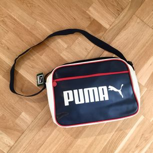 En puma väska som aldrig använts och är så gott som ny!!!   Tar swish och kan mötas upp i Uppsala och posta ;)