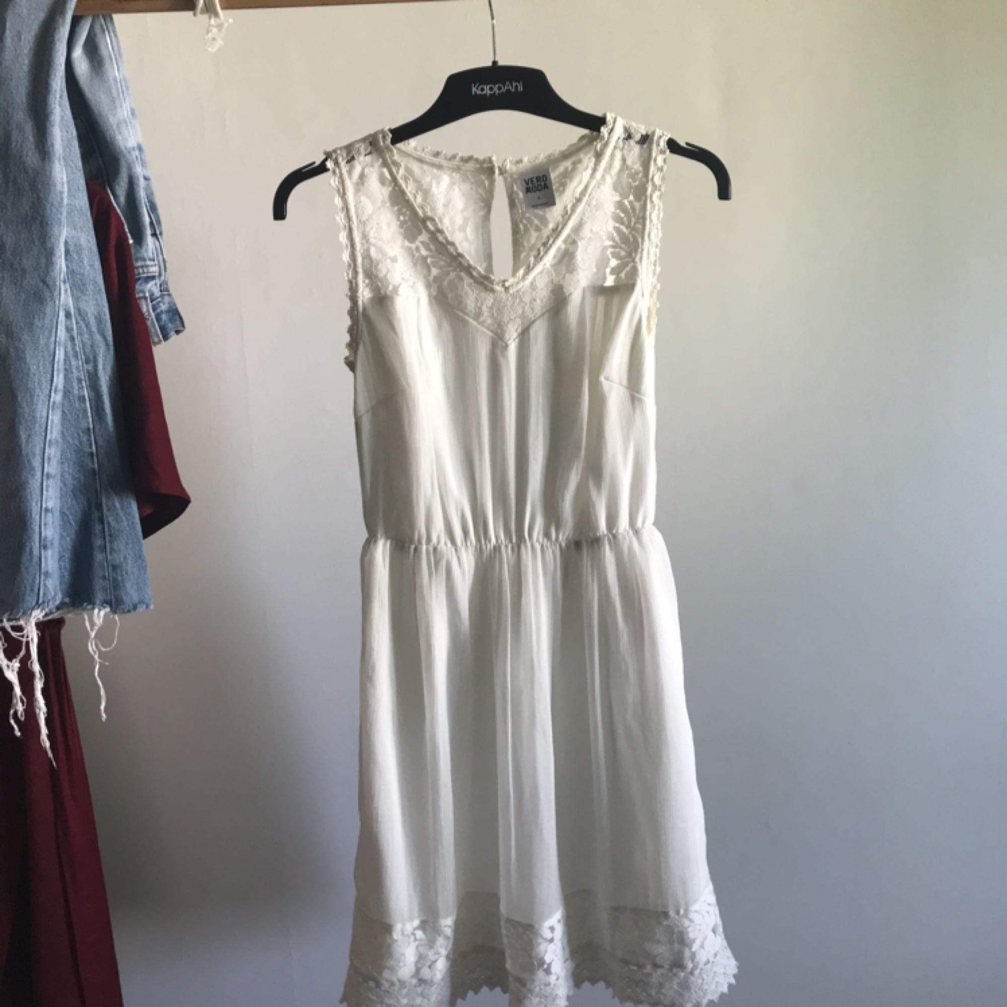 af2d4ccc82f4 Fin klänning i storlek S från Vero Moda använd en gång på en  sommaravslutning.