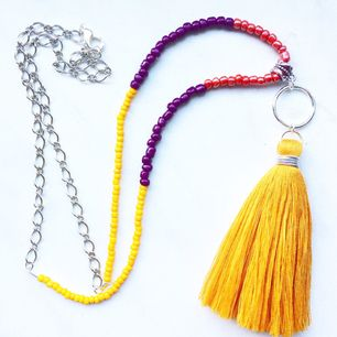 Bohemiskt halsband med justerbar längd på kedjan. Frakt 10kr.