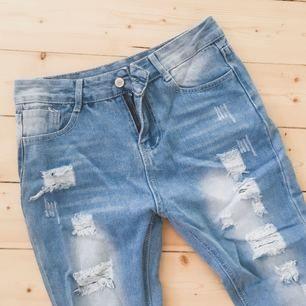 Oanvända slitna jeans  Kan skickas mot frakt för 39kr