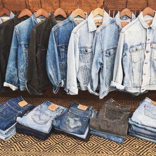 Ett gäng Levis jeansjackor från 70, 80 och 90-talet. Unisex.  PM för mer bilder och info!