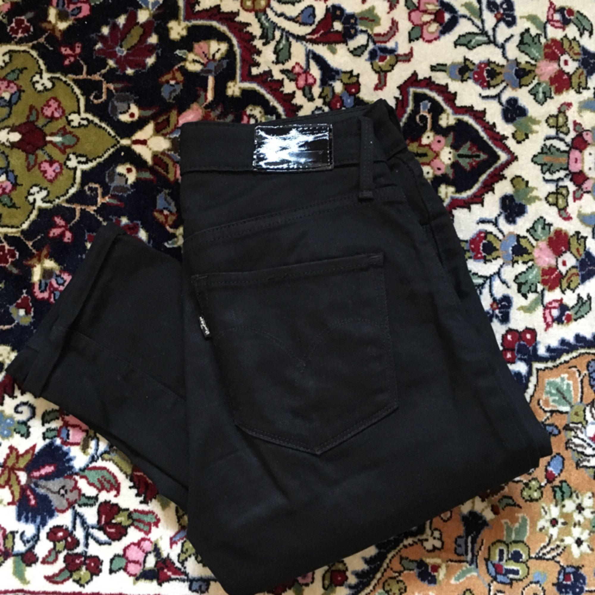 Knappt använda Levis jeans i modellen High Rise Skinny! Frakt ingår i priset om vi inte kan mötas upp i Lund ⭐️. Jeans & Byxor.