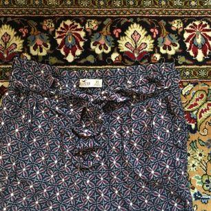 Supersköna byxor från Hollister i storlek XS. Finns även två sidofickor. Frakt ingår i priset om vi inte kan mötas upp i Lund⭐️