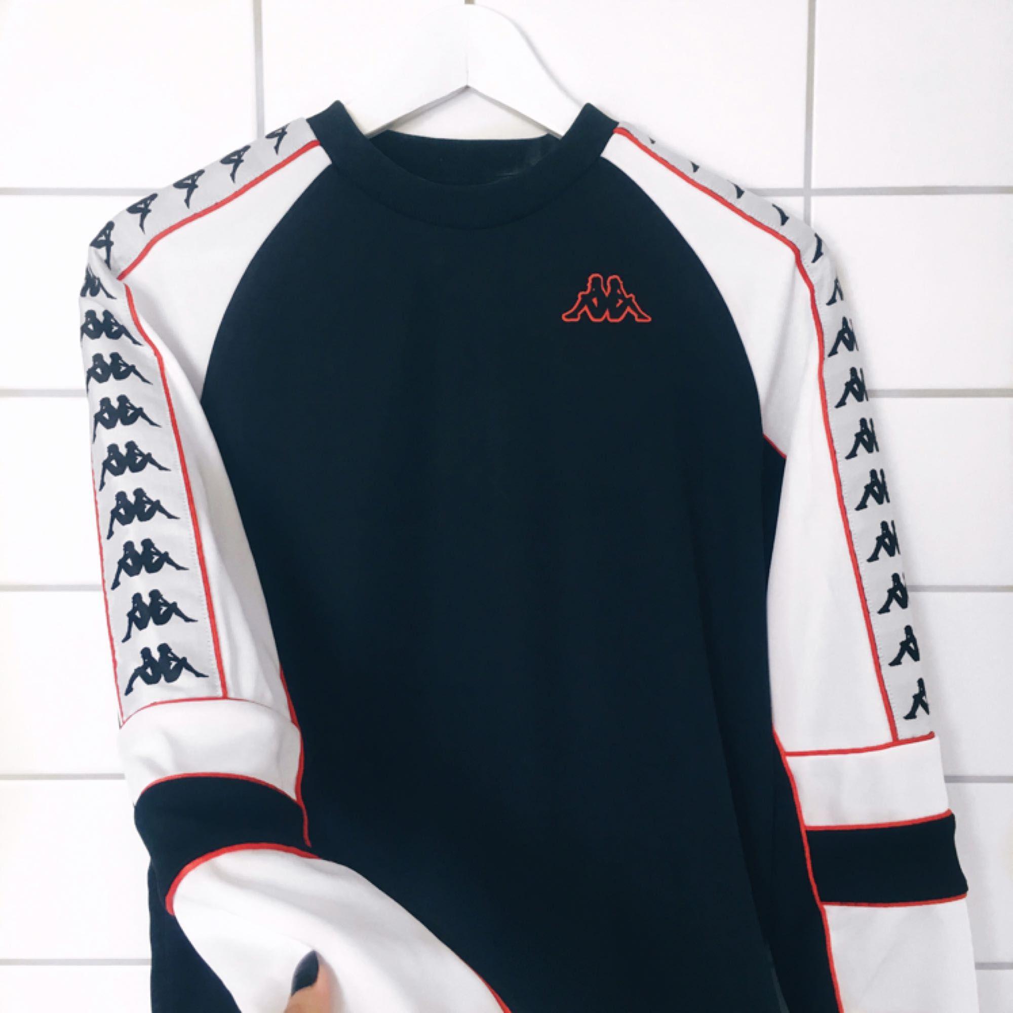 Sweatshirt från Kappa, använd 2 gånger. Fraktar💫. Huvtröjor & Träningströjor.