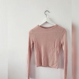 En ljus rosa tröja från H&M✨
