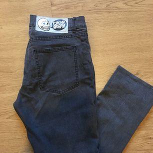 "343bac52e8a3 Cheap monday jeans i storlek 31/34 i modellen ""second skin"" vilket innebär"