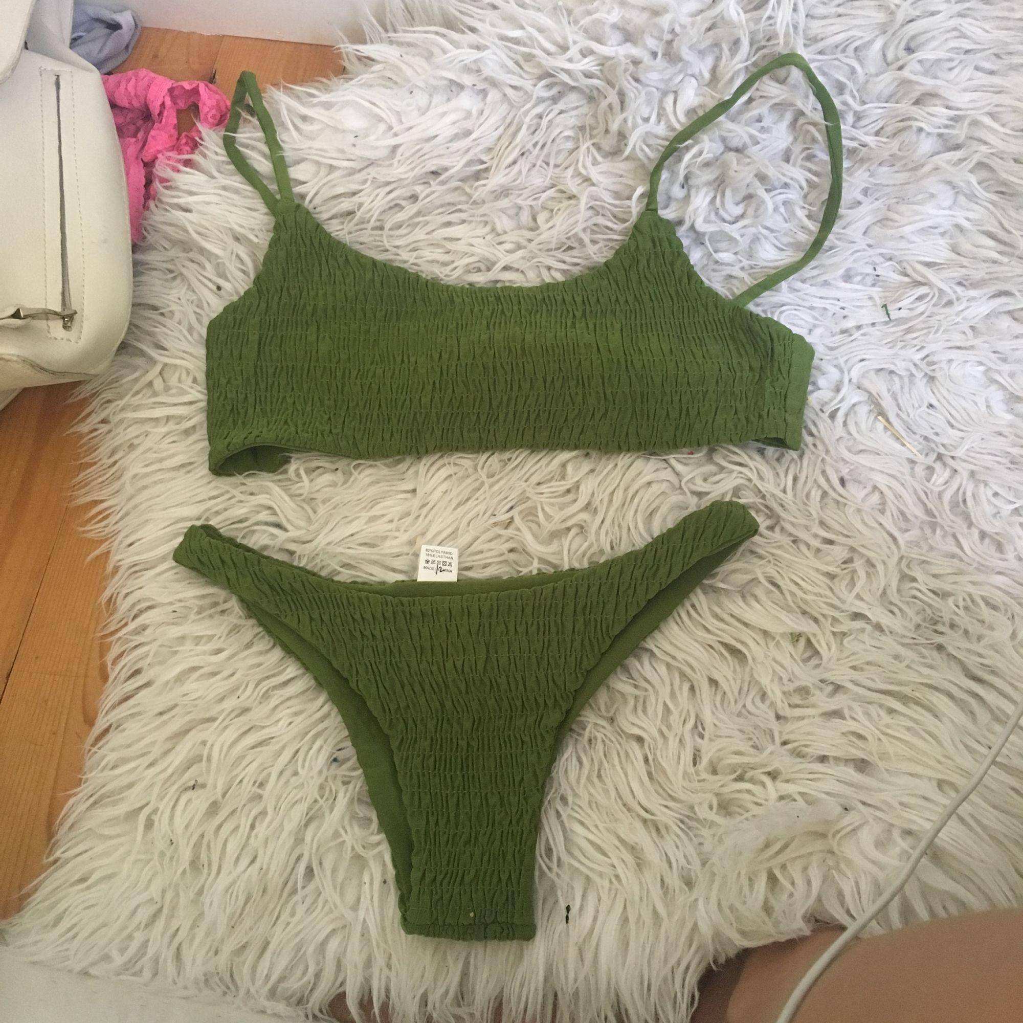 Snygg grön bikini i strl s som är räfflad Köpt från asos. Övrigt.