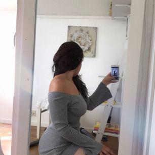 Ribbad klänning i bra skick från missguided, säljer pga att jag inte passar i färgen (storlek uk 10/eu 38)❣️ Köpare står för frakt