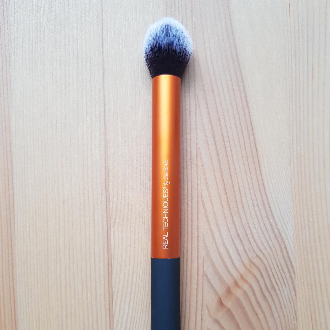 Real Techniques contour brush. Självklart ny och oanvänd. Frakt 15 kr 💃. Övrigt.