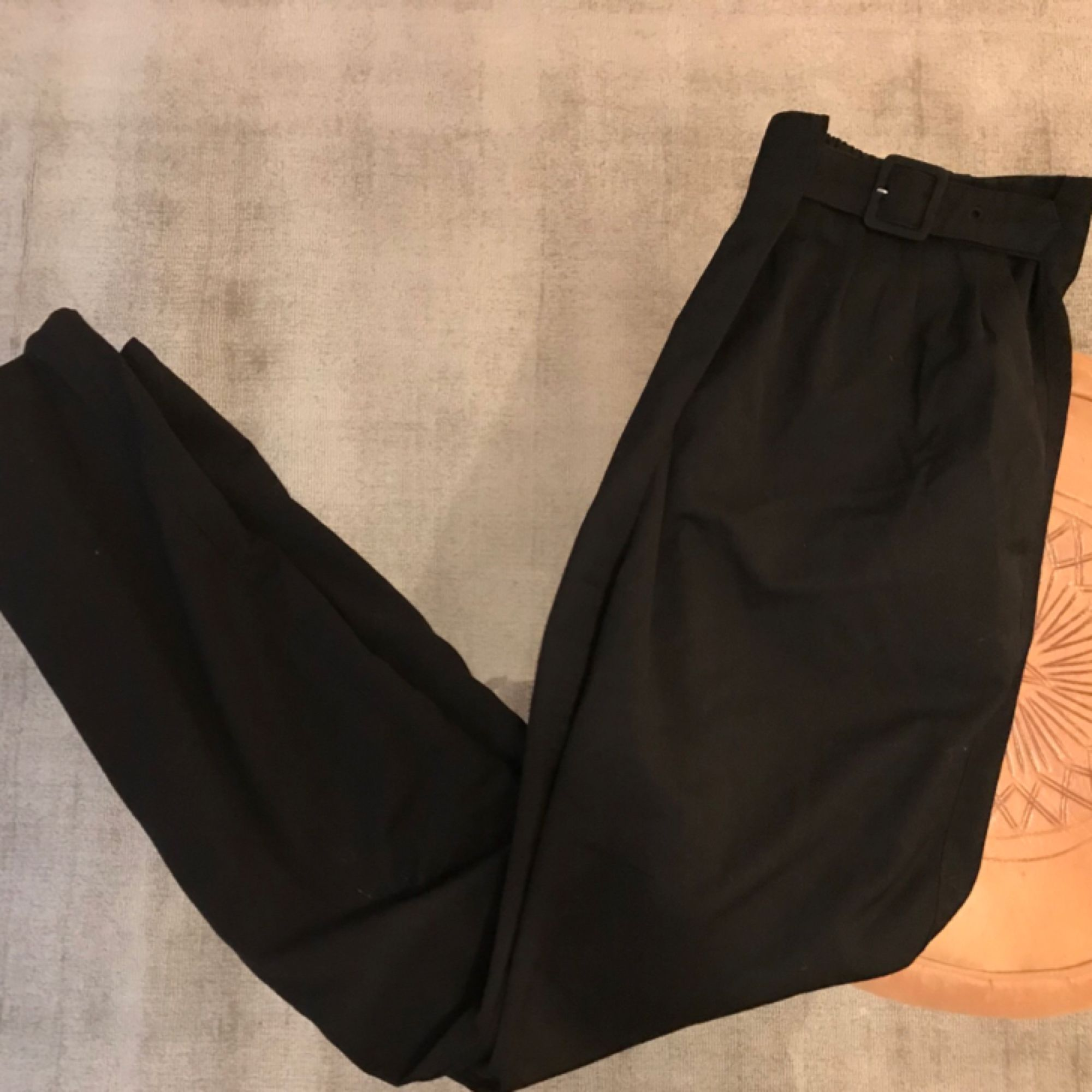 Superfina brallor från Monki, sparsamt använda! Frakt: 55kr🎈💌. Jeans & Byxor.