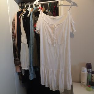 Super fin vitt kort klänning från bershka!