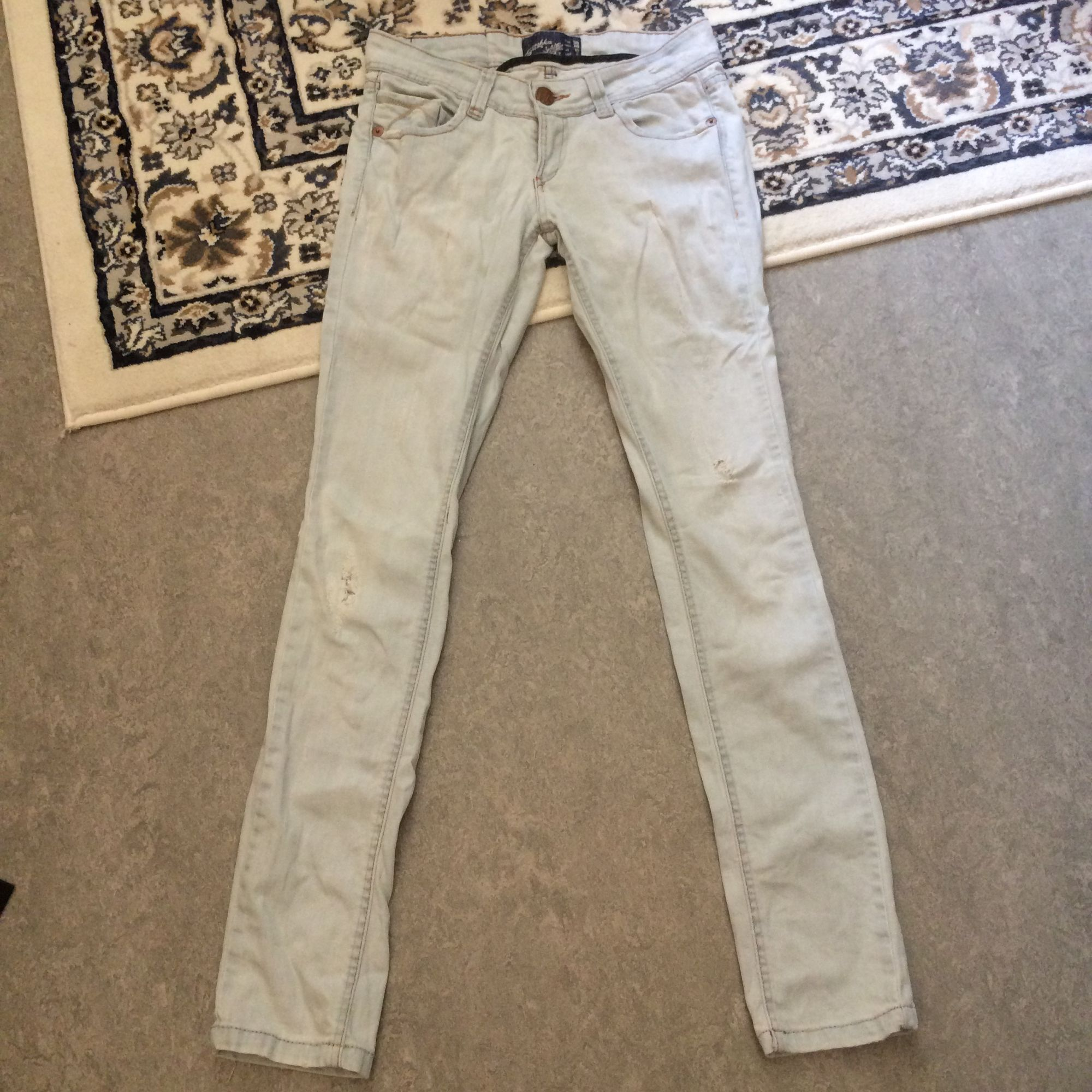 Snygga ljusa jeans knappt använda! . Jeans & Byxor.