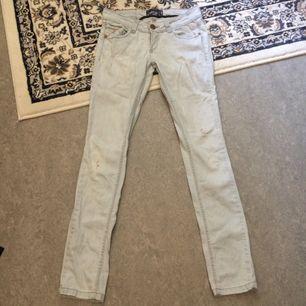 Snygga ljusa jeans knappt använda!