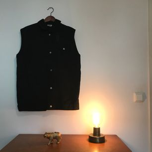 Färg: svart