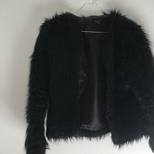 Faux fur jacka som inte används längre  Frakt tillkommer