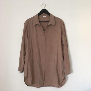 Skjorta från Weekday i stl M