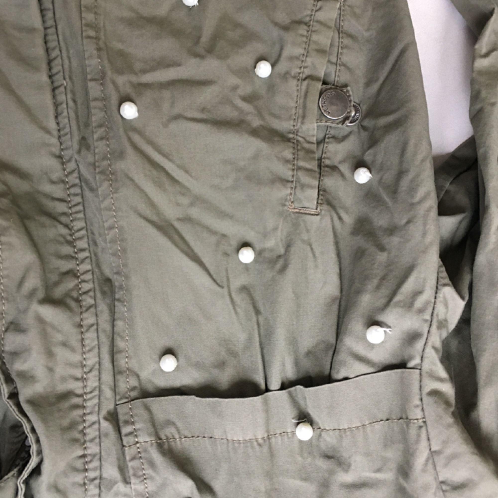 ... Barn militär jacka som är stor nog för en xs S. Påsydda pärlor själv ... 8e58fb226633a