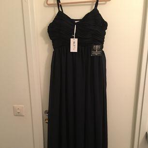 Helt ny och oanvända lång klänning  Ny pris är 999kr finns kvitto Kan byta med nån
