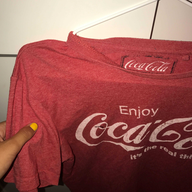 Cola-cola t-shirt, sjukt snygg över långärmade tröjor !!. Huvtröjor & Träningströjor.