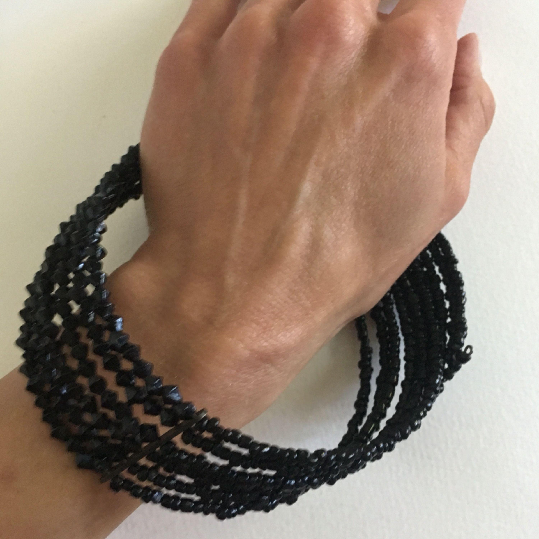 Flexibel elastisk halsband med svarta stenar.   Hej, kommer stänga min Plick pga av bättre appar där jag säljer lite andra typ av kläder som går bättre. Om du har en favorit i min Plick då passa på att göra mig en offert innan den 26.6. 🖤➕➕➕. Accessoarer.