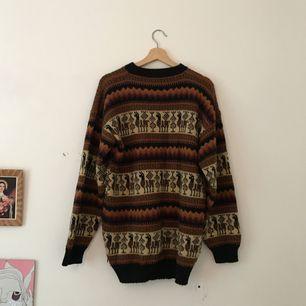 Supermysig oversized tröja. Köpt i Ecuador av en vän, men det var många år sen jag använde den sist. Använd 5-10 ggr. Möts upp eller köparen står för frakt.