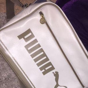 puma väska , inköpspris runt 500:- perfekt nu till skolstarten