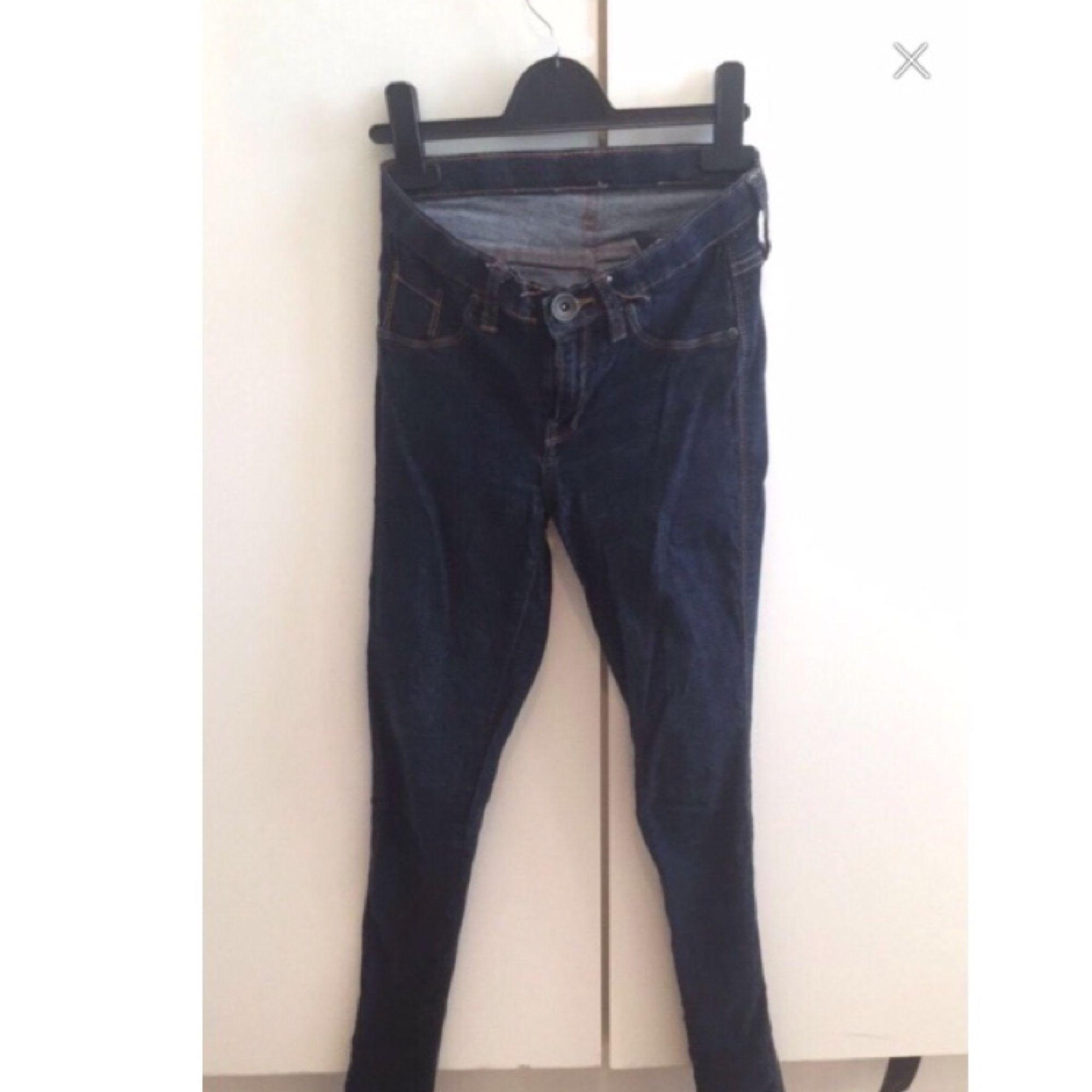 dr denim byxor i storlek S mycket finare på . Jeans & Byxor.
