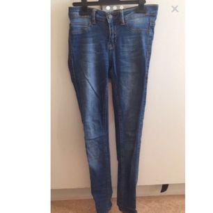 lisa jeans i storlek 36 inköpta på gina tricot för 399:-