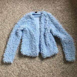 Fin blå fluffig kofta/ tunn jacka från Gina Tricot ✨ Storlek S!
