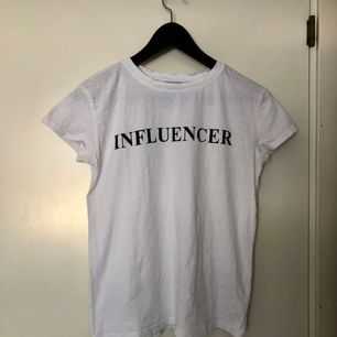 Vit T-shirt från Bershka