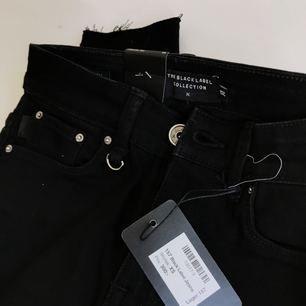 Skitsnygga jeans, som tyvärr är för små för mig. Därför aldrig använda, lapparna sitter kvar. Nypris 300kr, säljer för 100kr + frakt 💌