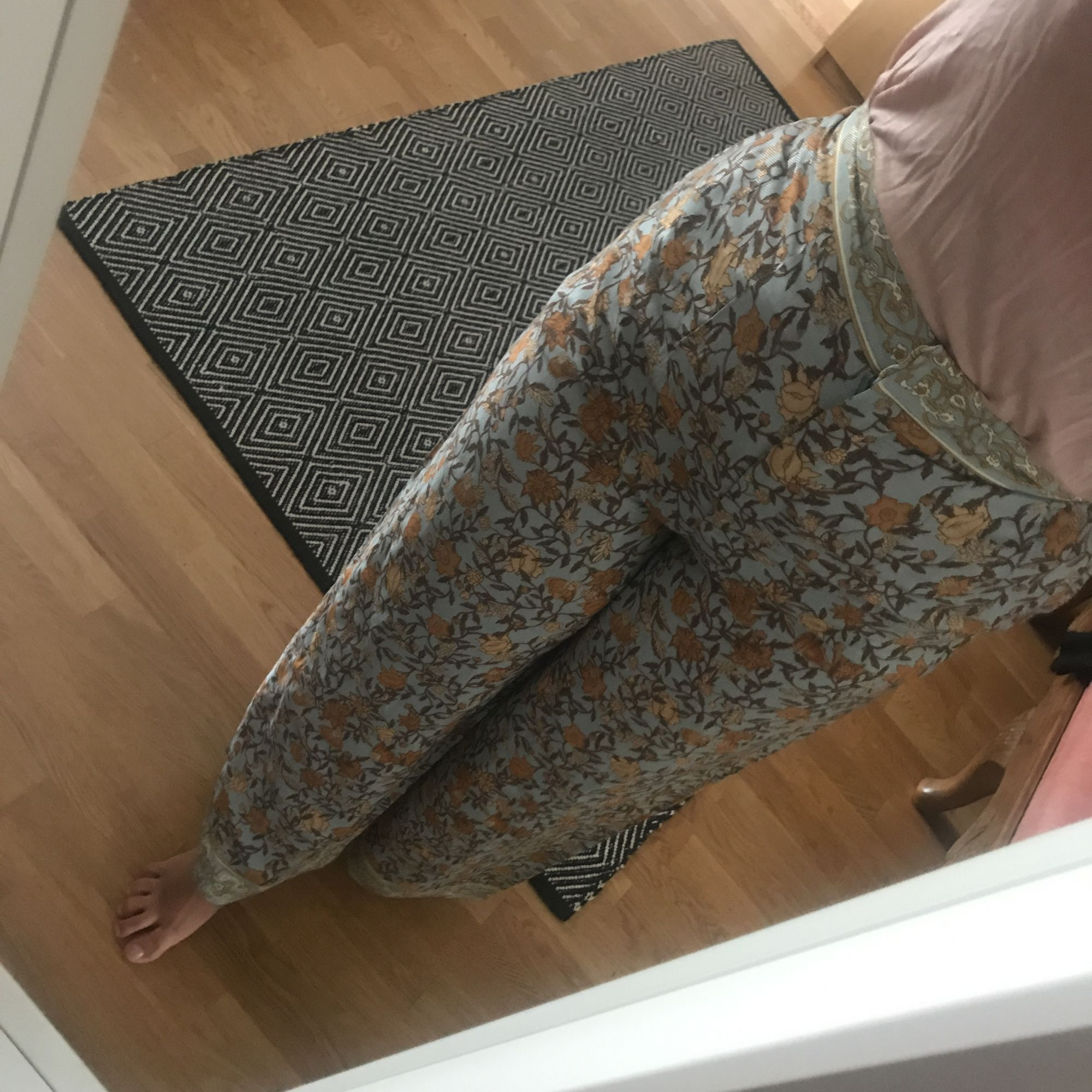 Fina h&m trend byxor passar även dug som har storlek 36 frakt 55kr  . Jeans & Byxor.
