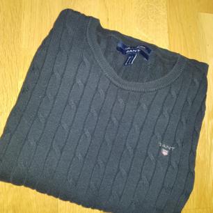 En fin gant tröja i färgen blå  I storlek S