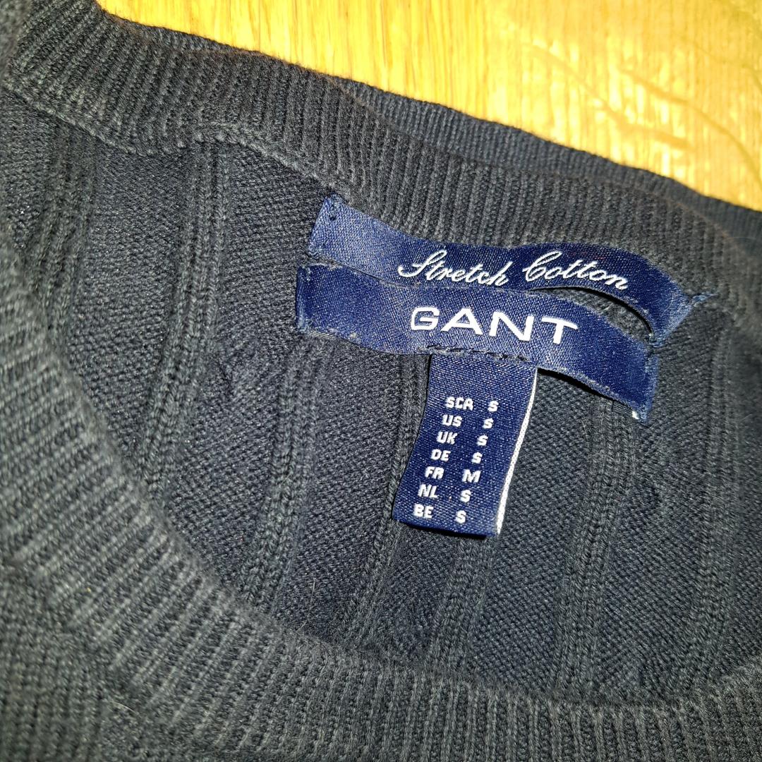 En fin gant tröja i färgen blå  I storlek S . Övrigt.