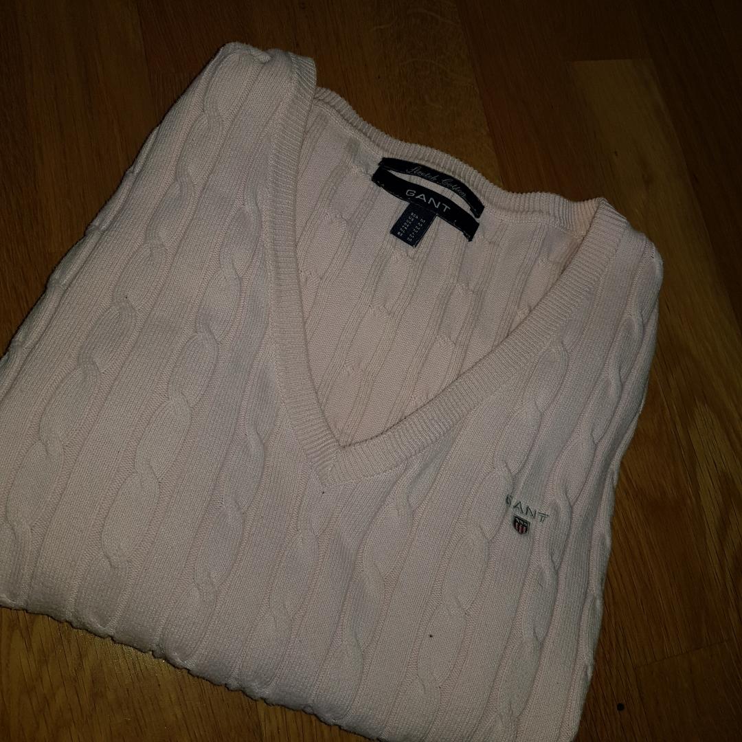En fin gant tröja i färgen rosa  I storlek m används inte på grund av för stor . Övrigt.
