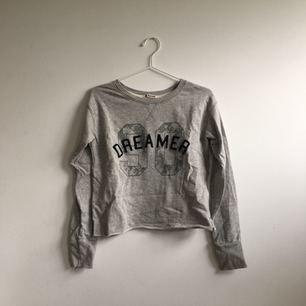 Lite croppad tröja från double agent.  (Köpare betalar frakten)