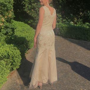 Balklänning✨✨✨ så himla fin och bekväm klänning, gjorde balen perfekt! Skicka ett meddelande vid intresse. 💖