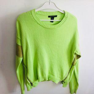Neongrön tröja köpt i San Francisco. Märke: Kenneth Cole NY
