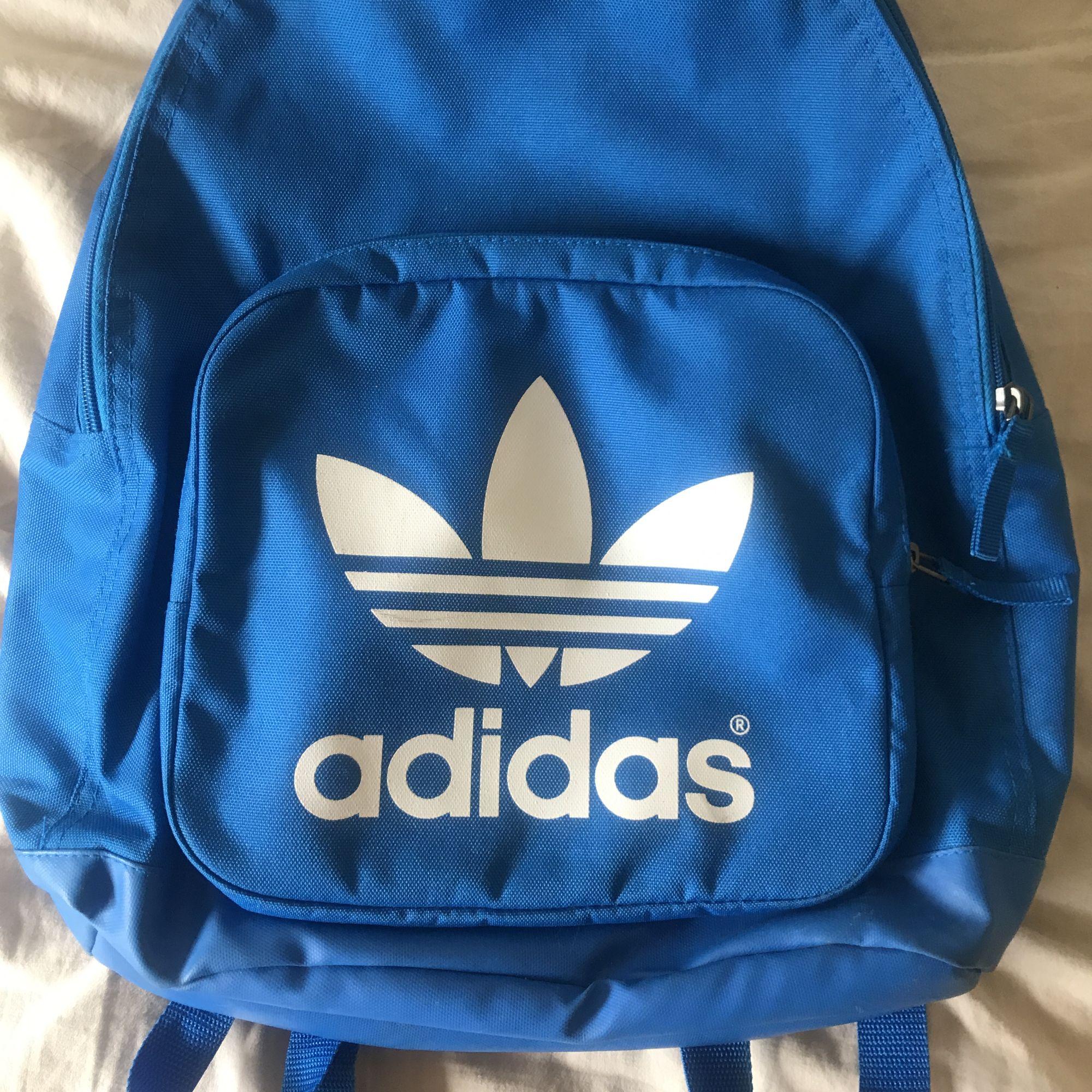 Adidas väska fint skick  Frakt 55kr postnord . Väskor.