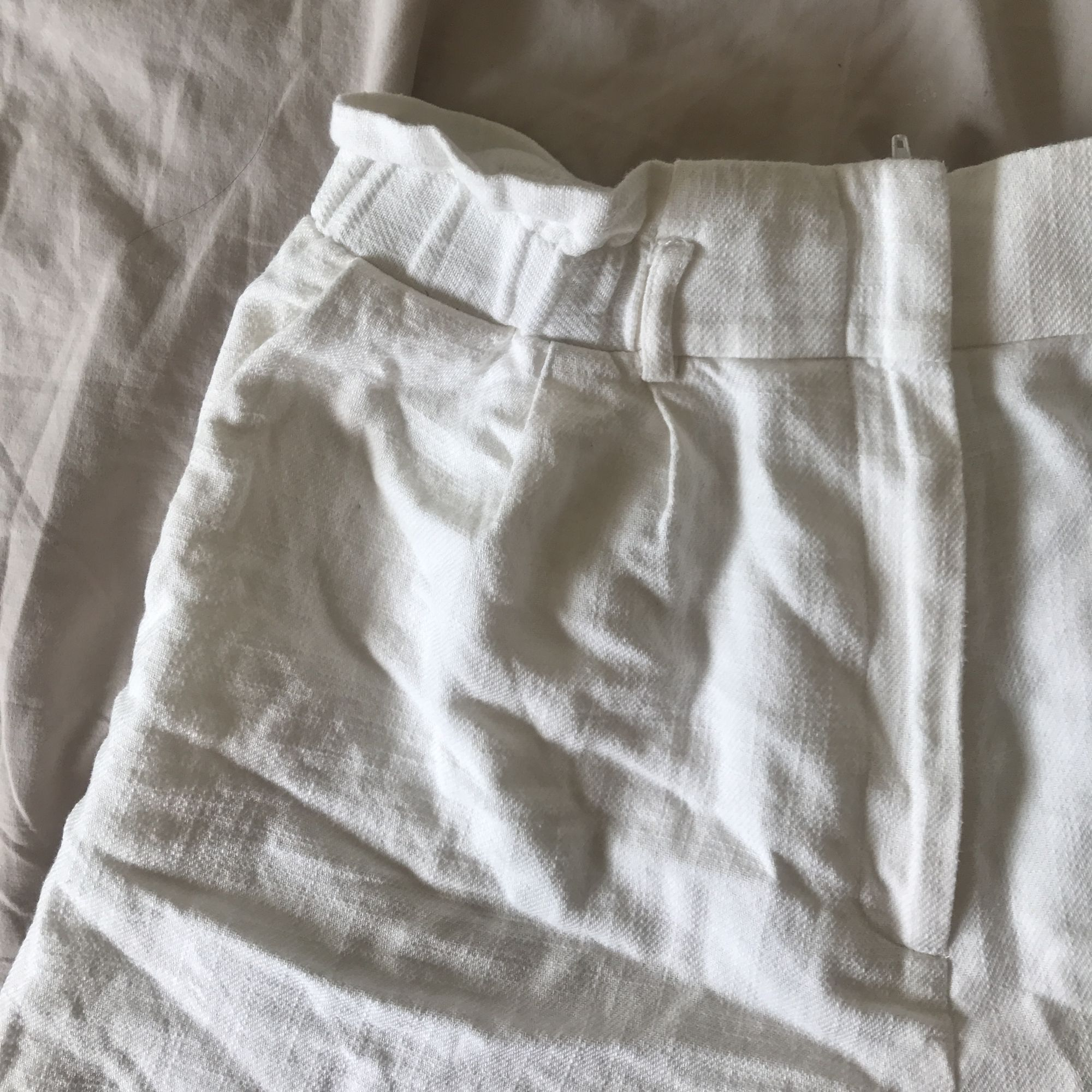 Linne shorts lite noppriga i grenen men inget som syns. Frakt 39kr. Shorts.