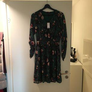 Super fin klänning OANVÄND från Vero Moda  Köpte för 499kr  Stockholm