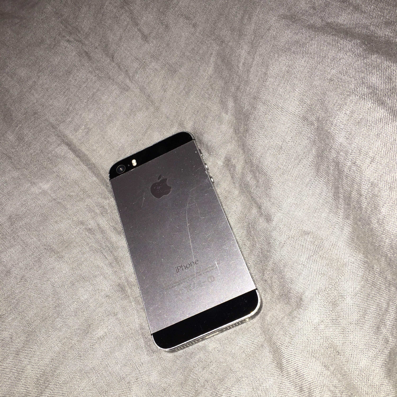 iPhone 5S, gott skick, endast en jätteliten spricka i nedre hörnet, olåst . Övrigt.