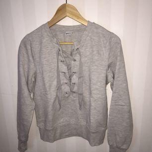 grå sweatshirt som är superskönt, inte min stil så bara använd en gång🌸