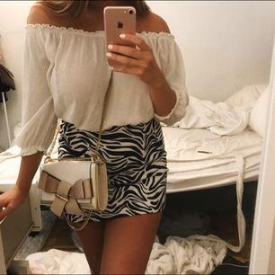 Supersnygg zebra-kjol! Storlek 38, använd 2 gånger. Köparen står för frakten 💕