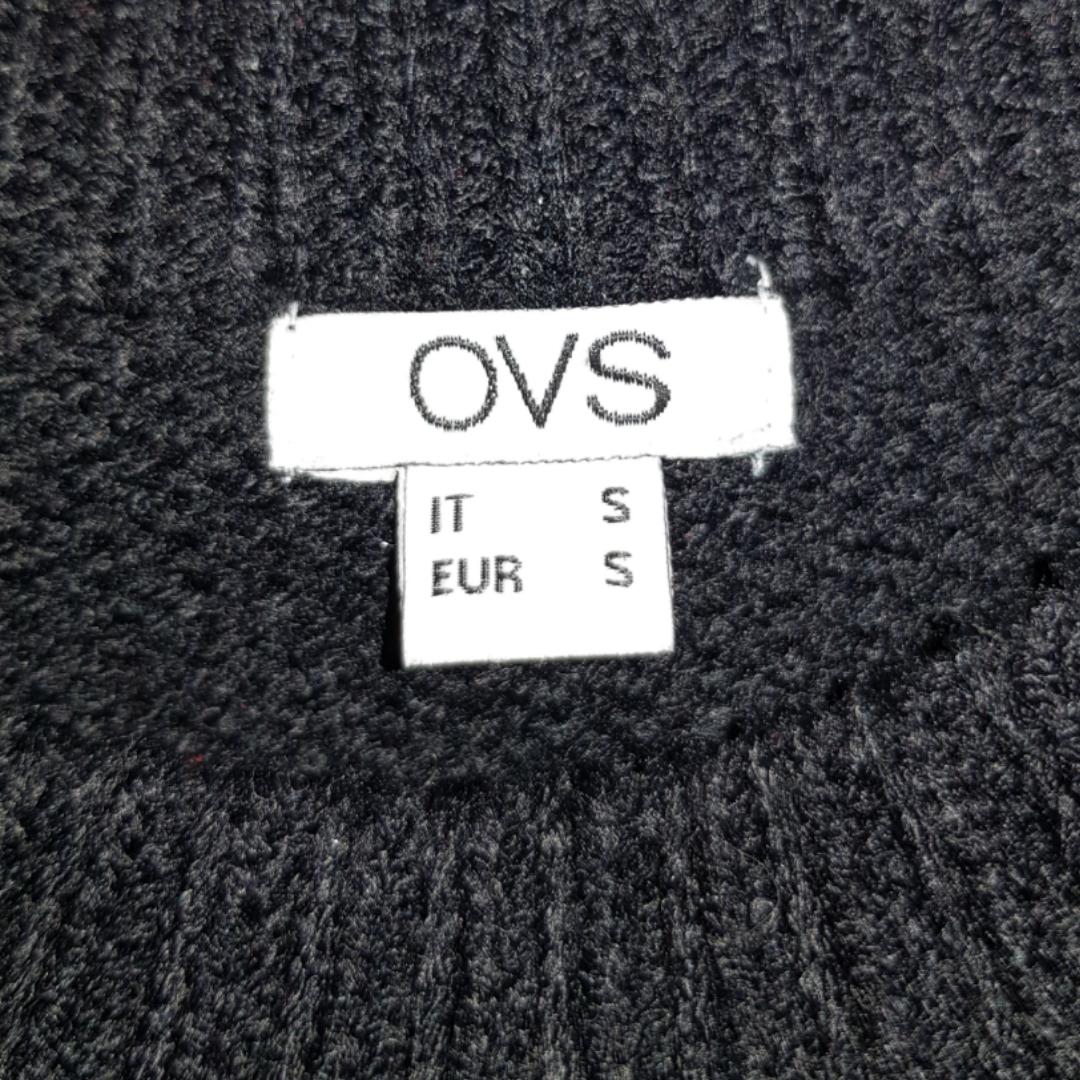 Mysig tröja med rostryck på🌹 Köptes i Italien förra sommaren men kommer inte till nytta längre eftersom det inte känns som min smak😊 . Stickat.