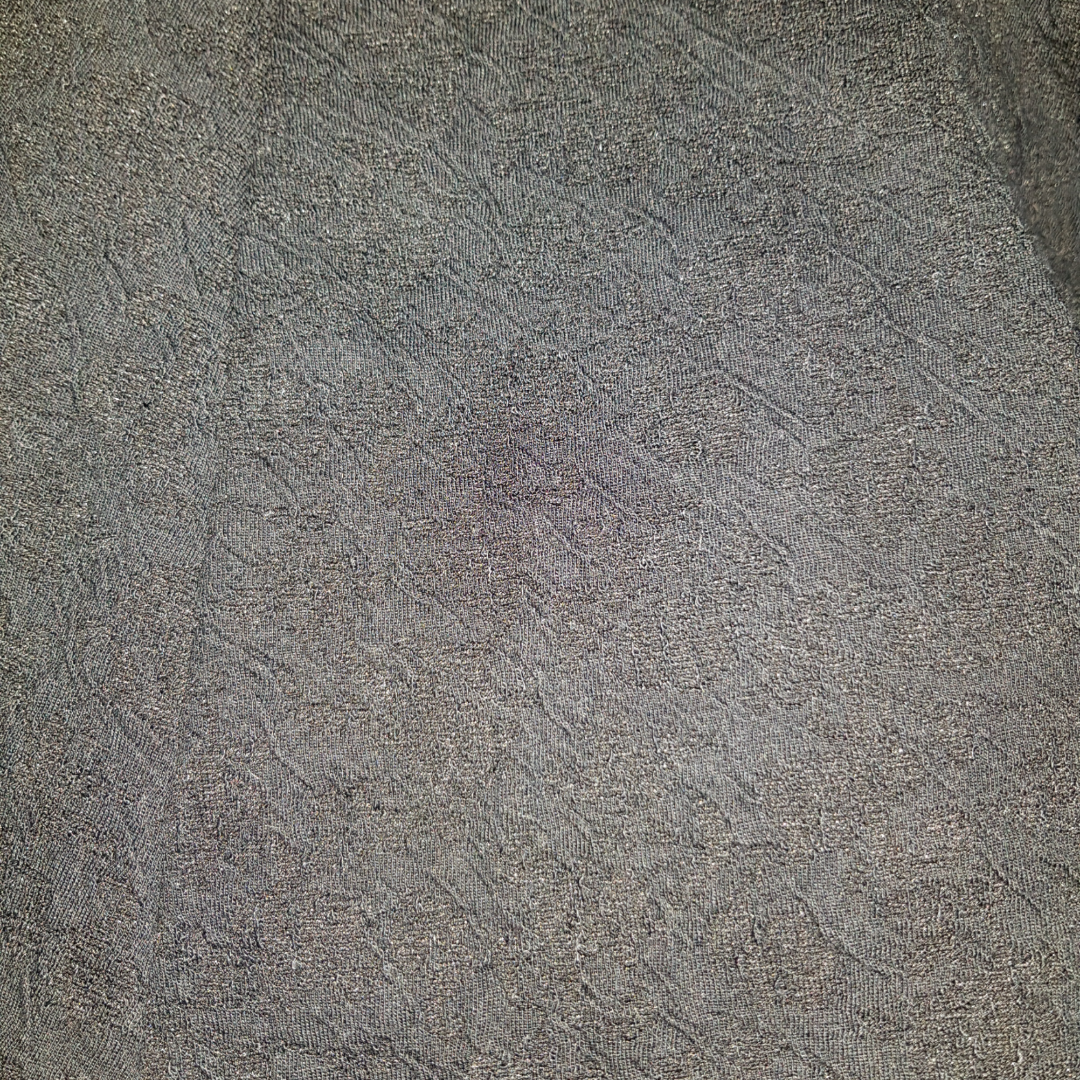 Supersöt svart kjol med spetsmönster! Kjolen har tillhört en annan person innan mig så vet tyvärr inte vilken storlek den är då lappen blivit bortklippt av förra ägaren. Har själv aldrig använt kjolen pågrund av att den var för stor. Skulle tippa på storlek M-L för att att kjolen har ett elastiskt band i midjan.. Kjolar.