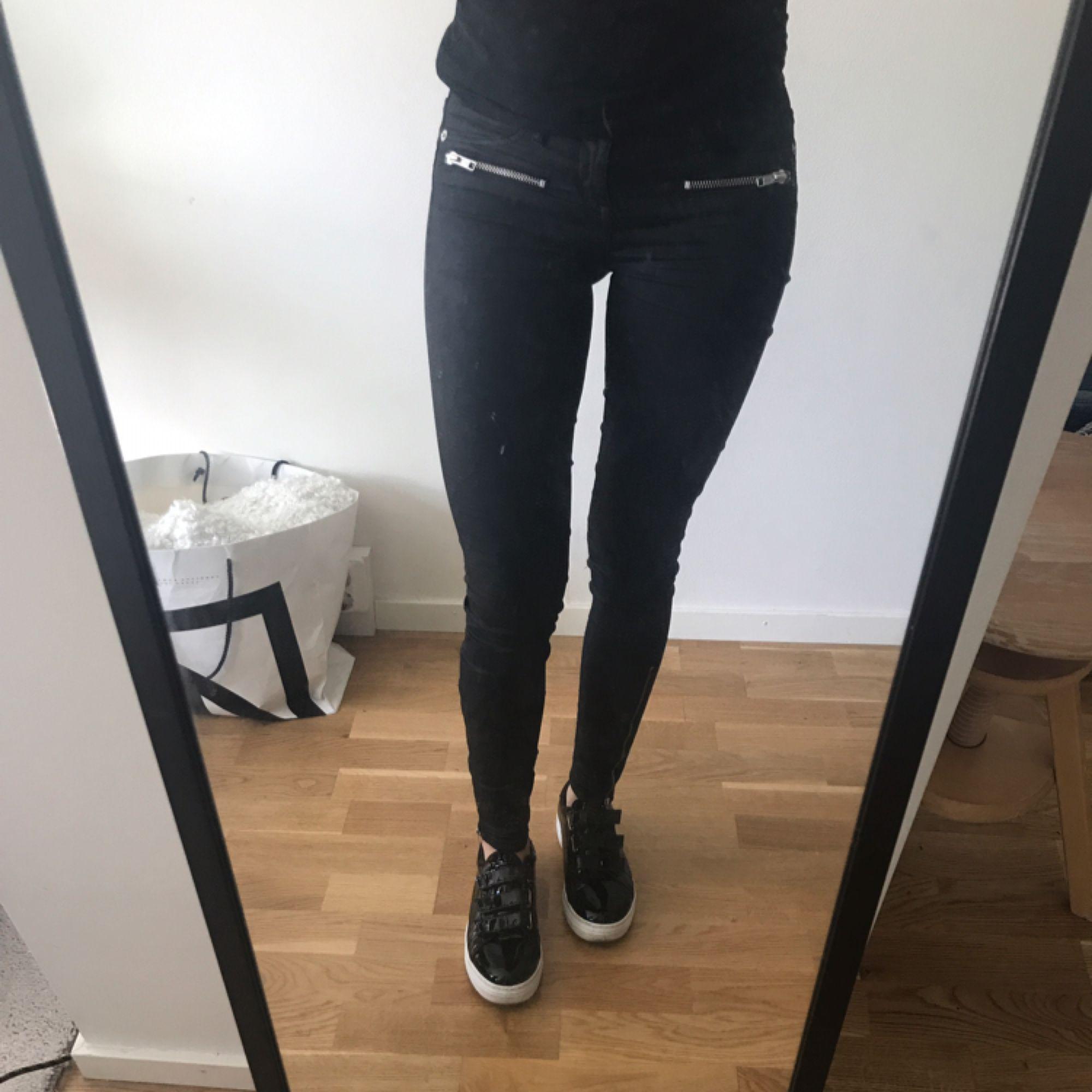 Snygga vaxade jeans från Gina tricot . Jeans & Byxor.